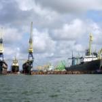 Комплекс услуг по перевалке грузов (насыпных, наливных, генеральных) в порту.
