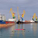 Перевалка грузов в порту Актау