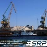 """Самарский речной порт обрабатывает суда типа \""""река-море\"""".из разных стран мира."""